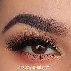 Eyeliner goals ������������     By: @fruzans_beauty #HowToDoEyeshadow Glam Makeup, Dramatic Eye Makeup, Eye Makeup Art, Simple Eye Makeup, Makeup For Green Eyes, Natural Eye Makeup, Natural Eyes, Blue Eye Makeup, Hair Makeup