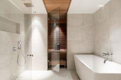Saunaosaston ylellinen kylpytila Beach Bathrooms, Bathroom Spa, Bathroom Toilets, Bathroom Vanity Lighting, Bathroom Cleaning, Small Bathroom, Bathroom Ideas, Steam Bathroom, Sauna Shower