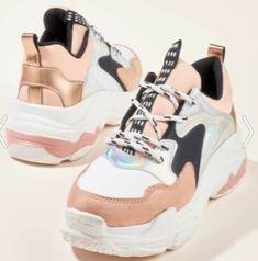 Bambi marka Fila tarzı yüksek topuklu pudra rengi parlak spor ayakkabı modeli | Kadınca Fikir - Kadınca Fikir Bambi, Huaraches, Nike Huarache, Balenciaga, Sneakers Nike, Fashion, Nike Tennis, Moda, La Mode
