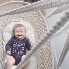 HANGING BASSINET! with a touch of boho for little ones till zeven months. Baby Cradle Swing, Baby Swings, Hanging Bassinet, Cotton Cord, Outdoor Baby, Baby Baskets, Boho Baby, New Kids, Little Ones