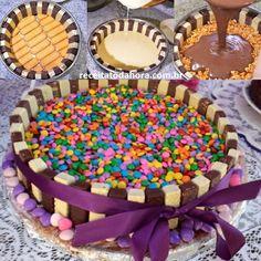 A Torta de Bis com M&M's é deliciosa, fácil de fazer e ainda vai decorar a sua mesa. Confira agora!