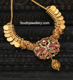 Kasu Necklace with Peacock Pendant photo Peacock Jewelry, Indian Jewelry Earrings, Pendant Jewelry, Bridal Jewelry, India Jewelry, Gold Temple Jewellery, Gold Jewelry, Indian Jewellery Design, Jewelry Design