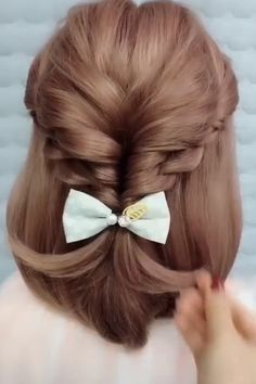 So easy and pretty hair style easy hair style for girls hair style for school hair style long hair style simple hairstyle ideas top 15 einfache indische frisuren fr mhelos jeden tag aussieht Easy Hairstyles For Long Hair, Elegant Hairstyles, Diy Hairstyles, Hairstyle Ideas, School Hairstyles, Simple Hairdos, Braided Hairstyles Tutorials, Wedding Hairstyles, Indian Hairstyles