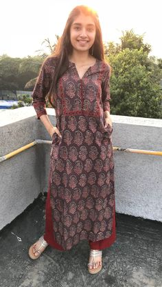 Earthy Dahlia Ajrakh Long Kurta – THE INDIAN ETHNIC CO. You are in the right place about clothes for women videos Here we offer you the most beautiful pictures about the clothes for women to buy you a Simple Kurta Designs, Kurta Designs Women, Latest Kurta Designs, Latest Kurti, Kalamkari Dresses, Kalamkari Kurti, Patiala, Casual Indian Fashion, Ethnic Fashion