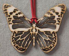 Mariposa. Madera de álamo en tono tostado. 105 x por SamadhiArtShop, €8.00
