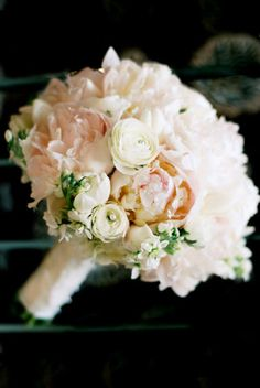 Bouquet of soft pinks, peach, and ivory / www.keelythorne.com / Nancy Aidee Photography