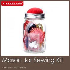瓶詰め裁縫セット。Kikkerland Mason Jar Sewing Kit