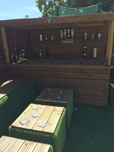 Image: How I Made a Garden Bar from Wood Pallets. Image: How I Made a Garden Bar from Wood Pallets. Image: How I Made a Garden Bar from Wood Pallets. Image: How I Made a Garden Bar from Wood Pallets. Image: How I Made a Garden Bar from Wood. Outdoor Garden Bar, Garden Bar Shed, Outdoor Pallet Bar, Backyard Bar, Outdoor Decor, Pallets Garden, Wood Pallets, 1001 Pallets, Modern Rustic Furniture