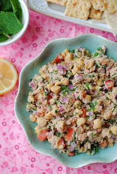 I love this Lemony Chickpea and Tuna Salad as an easy, delicious lunch! eat-yourself-skinny.com