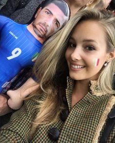 A szerelem nem ismer határokat Varga Viktoria, Pellé magyar modell barátnője így szurkolt az olasz csapatnak.