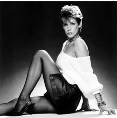 Jamie Lee Curtis sexy looks of the day. Jamie Lee Curtis Young, Tony Curtis, Hot Poses, Janet Leigh, Michelle Williams, Portraits, Famous Women, Celebs, Celebrities