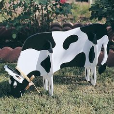 Woodworking Project Paper Plan to Build Pull-Apart Cow Create your own Pull-Apart Cow as your next project. This plan is great for beginners. Four pieces traced from full-size patterns. Woodworking Tools For Sale, Router Woodworking, Popular Woodworking, Woodworking Projects Plans, Woodworking Articles, Grizzly Woodworking, Woodworking Jigsaw, Woodworking Equipment, Woodworking Basics
