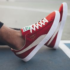 From the Puma Clyde to Adidas' Gazelle, these are the 2016 sneaker reissues worthy of a spot in your rotation. Puma Sneakers Shoes, Retro Sneakers, Classic Sneakers, Pumas Shoes, Sneakers Fashion, Men's Shoes, Fashion Shoes, Puma Footwear, Fashion Tips