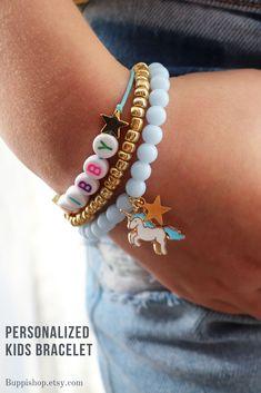 3 personalised kids bracelet Little Girl Jewelry, Girls Jewelry, Unicorn Birthday, Unicorn Party, Kids Bracelets, Beaded Bracelets, Unicorn Names, Acrylic Letters, Little Girl Names