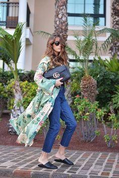 kimono: Zara ( this season ), sandals: last season, bag: Gucci ( this season ), sunnies: Celine, jeans: Zara ( this season ) . Kimono Outfit, Boho Kimono, Kimono Fashion, Boho Fashion, Fashion Outfits, Kimono Style, Street Fashion, Poncho, Cardigan