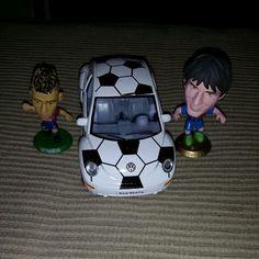 Neymar and messi Neymar, Messi, Soccer Ball, Iron Man, Superhero, Sports, Fictional Characters, Hs Sports, Futbol
