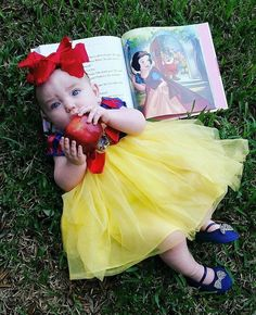 It is probably one of the most adorable things. Here's 50 of the cutest, most adorable and first Halloween costumes for your Baby! Cute Baby Halloween Costumes, First Halloween, Halloween Baby Pictures, Disney Halloween, Baby Girl Costumes, Baby Princess Costume, Disney Baby Costumes, Best Baby Costumes, Disney Princess Babies