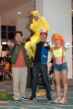 "I'm half asleep looking at this photo going ""oh how neat, pokemon cosplay"" and then I noticed pikachu. Cosplay Pokemon, Anime Cosplay, Funny Cosplay, Epic Cosplay, Amazing Cosplay, Pokemon Memes, Pokemon Go, News Pokemon, Brock Pokemon"