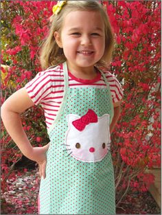 Parties and Patterns: Hello Kitty Kids Apron / Lasten Hello Kitty esiliina Easy Apron Pattern, Child Apron Pattern, Childrens Apron Pattern, Half Apron Patterns, Simple Pattern, Anniversaire Hello Kitty, Childrens Aprons, Cute Aprons, Fabric Purses