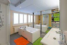 Wir schaffen den passenden Stauraum für jeden Bereich in Ihrem zu Hause! So lässt sich beispielsweise mit einem cleveren Schrank im Badezimmer mit Schiebetüren, welche nach außen verspiegelt sind, nicht nur praktischer Stauraum schaffen, sondern es entsteht auch ein neues Raumgefühl😊 Corner Bathtub, Bathroom, Carpenter, Full Bath, Bathing, Architecture, Built Ins, Homes, Washroom