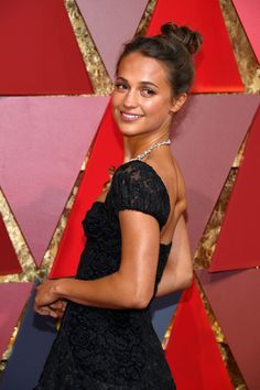 Alicia Vikander Photos Photos - Actor Alicia Vikander attends the 89th Annual Academy Awards at Hollywood & Highland Center on February 26, 2017 in Hollywood, California. - 89th Annual Academy Awards - Arrivals