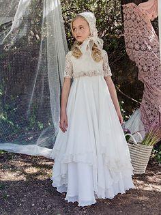 Vestido de Comunión para niñas de Barcarola. http://www.guiadelnino.com/en-familia/especial-primera-comunion/vestidos-de-primera-comunion-2015