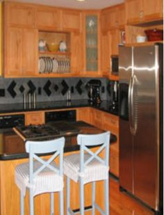 Represents: Rhythm through opposition. This kitchen has rhythm through opposition by its sides forming right angles. It could also be with things like circles to squares or opposite colors. Interior Design Vocabulary, Visual Dictionary, Opposite Colors, Elements And Principles, Angles, Circles, Squares, Contrast