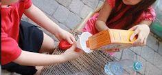 Hoy te traemos una forma sencilla y natural de llenar los globos y que floten en el aire, para los cumpleaños de los niños y otras actividades que requiera inflar un globo que flote en el aire. Baby Shawer, Ideas Para, Beach Mat, Diy And Crafts, Mickey Mouse, Projects To Try, Outdoor Blanket, Birthday, Natural