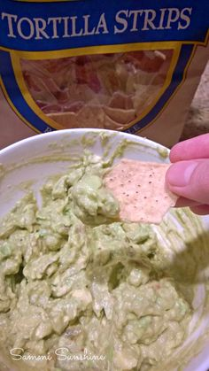 Lazy Day Guacamole- So easy, you won't want to make this tasty dip any other way! {Sammi Sunshine} #recipe