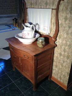 Found on EstateSales.NET: Antique Wash Stand