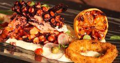 Découvrez cette recette de Pieuvre grillée et calmars frits pour 4 personnes, vous adorerez! Mayonnaise, Confort Food, Doughnut, Baked Potato, Seafood, French Toast, Food And Drink, Potatoes, Fish