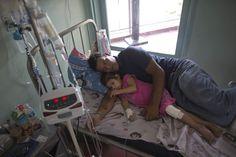 CARACAS, Venezuela (AP) — Era apenas un raspón en la rodilla. Y los padres de Ashley Pacheco, de tres años, hicieron lo que hace todo progenitor: le dieron un abrazo, le limpiaron la herida dos veces con alcohol y pensaron que estaba todo resuelto.