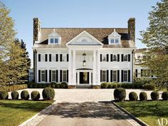 The Greenwich, Connecticut, home of former Sony executive Tommy Mottola and his wife, pop singer and actress Thalia. Image via @Archdigest.