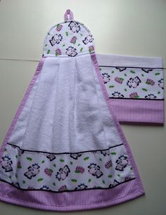 Kitchen Towels Crafts, Towel Crafts, Dish Towels, Hand Towels, Tea Towels, Sewing Hacks, Sewing Projects, Machine Embroidery Projects, Hanging Towels