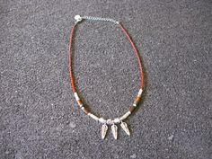 look étnicos!! Tomad nota con este collar étnico con plumas plateadas