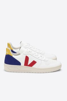 Veja Sneaker by Amour Vert Veja Sneakers, Black Sneakers, Vintage Branding, Pretty Shoes, Sustainable Fashion, Diy Fashion, Footwear, Leather, Cobalt