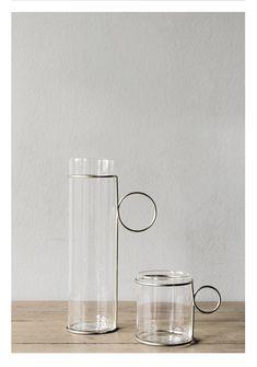 roman carafe and glass – Raffaella Mangiarotti Carafe, Vase Deco, Chaise Vintage, Glass Ceramic, Glass Design, Art Design, Minimalist Home, Bauhaus, Decoration