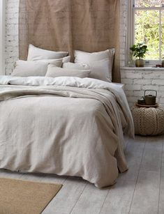 Linen and cotton mix bed linen designed for relaxed living. The natural linen is woven through the Egyptian Cotton warp to create this double whammy delight. Linen Duvet, Bed Linen Sets, Linen Pillows, Cushions, Bedding Master Bedroom, Bedroom Decor, Master Bedrooms, Master Suite, Pottery Barn