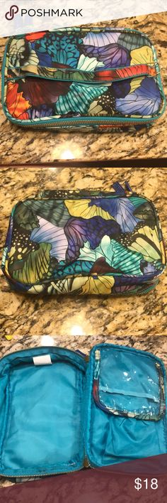 Sonia kashuk makeup bag Great condition ! Used a few times !! Sonia Kashuk Bags Cosmetic Bags & Cases