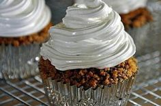 In celebration of National S'mores Day, we're sharing these decadent S'more Cupcakes from Get Off Your Butt and Bake! Dense chocolaty buttermilk cakes sit atop graham cracker crusts, then topped with a marshmallow frosting. Marshmallow Smores, Toasted Marshmallow, Marshmallow Frosting, Cupcake Recipes, Dessert Recipes, Yummy Recipes, Baking Recipes, Sweet Recipes, Mini Cakes