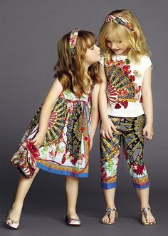"""22 Junior Kids Fashion Trends For Summer 2018 Now, the season of winter is nearing to end up, this will take us to focus more on the next season \""""Summer\"""". Summer is the season of liberty and life which is full of sun-rays, fresh air, walks and tr Fashion Kids, Little Girl Fashion, Little Girl Dresses, Kids Fashion Summer, Trendy Fashion, Dolce And Gabbana Kids, Dolce Gabbana, Outfits Niños, Summer Outfits"""