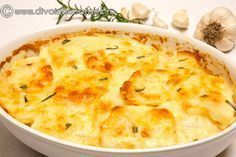 CARTOFI CU SMANTANA SI USTUROI (DAUPHINOISE) | Diva in bucatarie Lunch Recipes, Vegetable Recipes, Vegetarian Recipes, Cooking Recipes, Healthy Recipes, Scape Recipe, Potato Diet, Good Food, Yummy Food