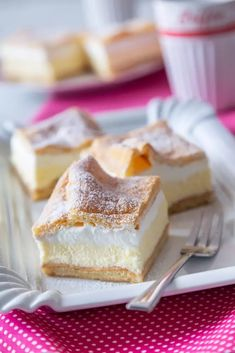 NADÝCHANÉ MRAKY NA PLECH - Inspirace od decoDoma Czech Desserts, Sweet Desserts, Sweet Recipes, Cake Recipes, Sweets Cake, Mini Cheesecakes, Desert Recipes, Sweet Tooth, Food And Drink