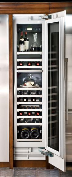 Dual Temperature & Humidity Control Wine Fridge Column, gorgeous combined with the Fridge column, from Thermador Kitchen Pantry Cabinets, Wine Cabinets, Kitchen Appliances, Glass Kitchen, New Kitchen, Updated Kitchen, Kitchen Redo, Built In Wine Cooler, Ideas Prácticas