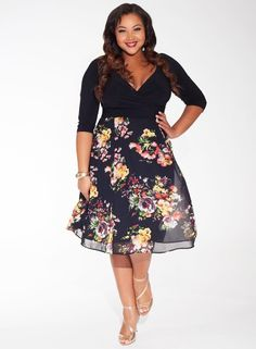 Kelly Dress in Noir Rose #curvyfashion #plusize #holidaypartydress