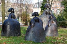 Manolo Valdés, Las Meninas, Bronze Düsseldorf, Infanta Margaret Theresa of Spain. Wassily Kandinsky, Picasso, Figurative Kunst, Art Sculpture, Spanish Artists, Historical Art, Land Art, Bronze, Public Art