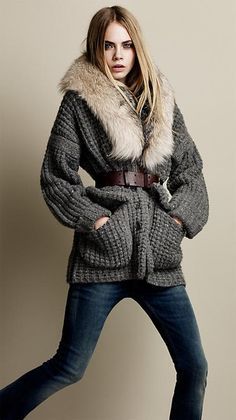 Burberry knitted jacket   fur