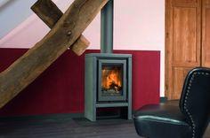 De Barbas Eco 40 is een kleine strakke vrijstaande #houthaard die een sfeerbepalende blikvanger is in uw interieur. Door het strakke ontwerp past de Barbas Eco 40 zowel in een modern als klassiek #interieur. #Houtkachel #Kampen #Fireplace #Fireplaces