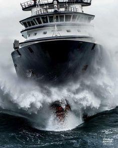 Tug Boats, Motor Boats, Kayak Fishing, Fishing Boats, Bourbon, Sailing Classes, Sea State, Marine Engineering, Storm Photography