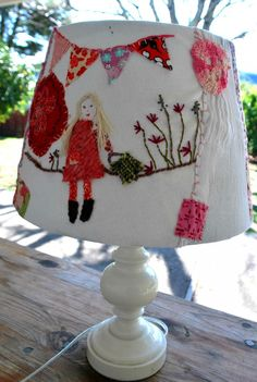 Fun idea to upcycle a lampshade with scraps and embroidery – Recycled Crafts Recycled Crafts, Diy And Crafts, Arts And Crafts, Craft Projects, Sewing Projects, Fabric Art, Fabric Scraps, Textile Art, Upcycle